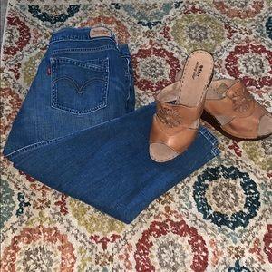 Levi's Crop Medium Wash Jeans 12